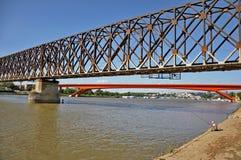 Stadsbroar med fiskaren royaltyfri fotografi