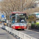 Stadsbus in Peking de stad in, China Royalty-vrije Stock Afbeelding