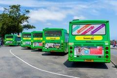 Stadsbussen in Heilige Peter Port, Guernsey, Kanaaleilanden, het UK Stock Foto's