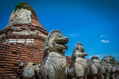 Stadsbyggnad återstår av templet i Ayutthaya, historiskt parkerar in Arkivfoto