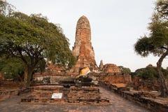 Stadsbyggnad återstår, Buddhastatyn av Phra som Ram Temple (Wat Phra Ram) fördärvar i landskap av Ayutthaya, Thailand Arkivbild