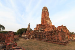 Stadsbyggnad återstår, Buddhastatyn av Phra som Ram Temple (Wat Phra Ram) fördärvar i landskap av Ayutthaya, Thailand Arkivfoton