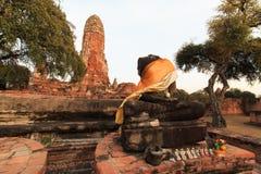 Stadsbyggnad återstår, Buddhastatyn av Phra som Ram Temple (Wat Phra Ram) fördärvar i landskap av Ayutthaya, Thailand Royaltyfria Foton
