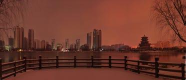 Stadscategorieën: Jiningsstad, Shandong-Provincie, Zuidelijk de Vijverpark van China stock fotografie