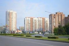 Stadsgata i morgonen för underhållningfestivalen för 21 strid adlar den stora byelorussian redaktörs- bilden det medeltida nation Royaltyfri Fotografi