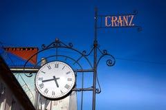 Stadsgataklocka i den gamla tyska stilen i staden Zelenogradsk, Ryssland Royaltyfria Foton