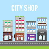 Stadsgatan med shoppar, kafét och restaurangen Royaltyfri Bild