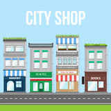Stadsgatan med shoppar, pizzakafét och bagerit Arkivbilder