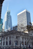 Stadsgebouwen op de straten van de dag van New York Royalty-vrije Stock Afbeeldingen