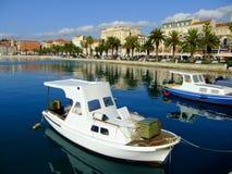 Stadshamn, splittring, Kroatien arkivfoton