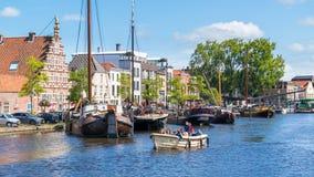Stadshamnplats och Galgewater kanal i Leiden, Nederländerna Arkivfoto