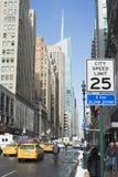 Stadshastighetsbegränsningsighn i Manhattan Royaltyfri Fotografi