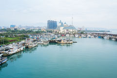 Stadshaven en oceaan Stock Afbeeldingen