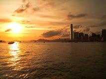 stadsHong Kong solnedgång Royaltyfria Bilder