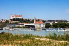 Stadshorisont av Bratislava i Slovakien Royaltyfria Bilder