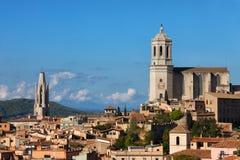 Stadshorisont av Girona i Spanien Arkivbild