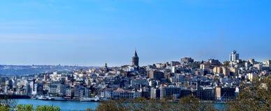 Stadshorisont av Istanbul europeiska sida arkivfoton