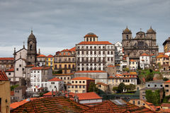 Stadshorisont av Porto i Portugal Arkivfoton
