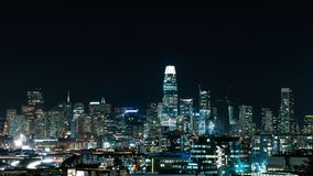 stadshorisont på natten royaltyfri bild