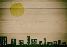 Stadshorisont på naturliga wood paneler Fotografering för Bildbyråer