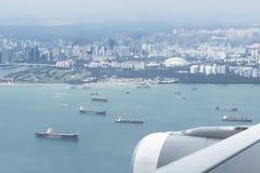Stadshorisontsikt från flygplanet Royaltyfri Bild
