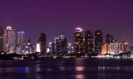 stadshorizon bij nacht Stock Afbeelding