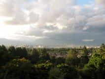Stadshorizon en bergenpanorama, Vancouver, BC Canada stock fotografie