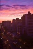 Stadshorizon van Curitiba Paranà ¡ tijdens zonsondergang royalty-vrije stock afbeelding