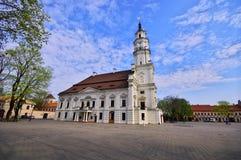 Stadshus av Kaunas i hjärtan av Oldownen Arkivbild