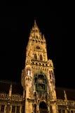 Stadshus av Munich - Bayern, Tyskland på natten Arkivbild