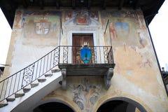 Stadshus av Orta San Giulio, Italien Arkivbilder