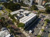 Stadshus för flyg- sikt av Curitiba cityscape, Parana stat, Brazi Juli 2017 royaltyfria foton