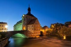 Stadshus i Bamberg på natten. arkivfoto