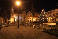 stadshus i den Vidnava staden på jul royaltyfri fotografi