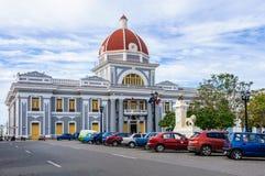 Stadshus i Jose Marti Park i Cienfuegos, Kuba arkivfoto