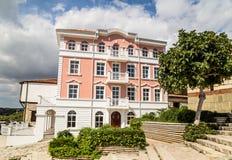Stadshus och bröllopkorridor i Nessebar Arkivbild
