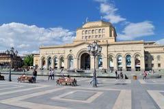 Stadshus och den forntida templet av kejsaren Augustus Det nationella historiemuseet av Armenien Royaltyfri Fotografi