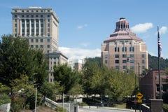 Stadshus och domstolsbyggnad i i stadens centrum Asheville, North Carolina Arkivbild