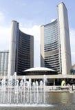 Stadshus och Nathan Phillips Square i Toronto Royaltyfri Fotografi