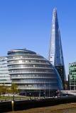 Stadshus och skärvan i London Arkivbild