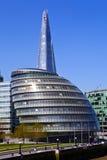 Stadshus och skärvan i London Royaltyfria Bilder