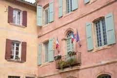 Stadshus Roussillon by i Provence; Luberon Royaltyfri Fotografi