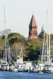 Stadshus utöver marina Royaltyfria Bilder