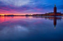 Stadshuset en Estocolmo en la puesta del sol Foto de archivo libre de regalías