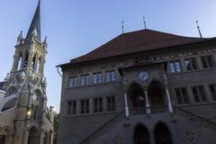 Stadshuset och St Peter och Paul kyrktar i Bern Royaltyfri Fotografi