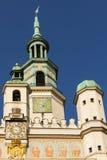 Stadshuset tar tid på står hög. Poznan. Polen Royaltyfri Fotografi
