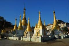 stadskalormyanmar tempel Arkivfoton