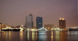 stadskaohsiung natt Arkivfoto