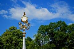 Stadsklocka-lykta, Almaty landmark royaltyfria bilder