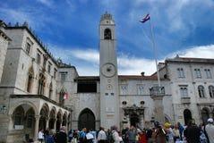 Stadsklockatorn i Plazalogen i Dubrovnik Kroatien Royaltyfria Bilder